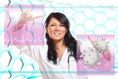 Doctor de la medicina que trabaja con el interfaz futurista foto de archivo