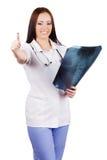 Doctor de la mujer con las radiografías a disposición imágenes de archivo libres de regalías