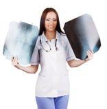 Doctor de la mujer con las radiografías a disposición fotografía de archivo libre de regalías