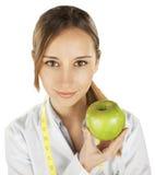 Doctor de la mujer con una manzana verde. Nutricionista imagen de archivo libre de regalías