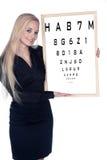 Doctor de la mujer en la prueba del ojo imagen de archivo