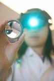 Doctor de ojo examing sus ojos Fotografía de archivo