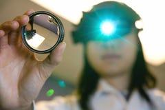 Doctor de ojo examing sus ojos Imágenes de archivo libres de regalías