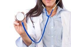 Doctor de sexo femenino aislado en blanco Fotos de archivo libres de regalías