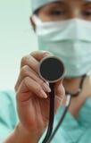 Doctor de sexo femenino con el estetoscopio Fotografía de archivo libre de regalías