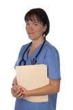 Doctor de sexo femenino con los ficheros pacientes foto de archivo libre de regalías