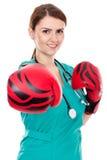 Doctor de sexo femenino con los guantes de boxeo, concepto del desafío Foto de archivo