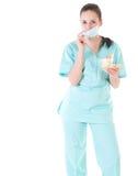 Doctor de sexo femenino del cirujano que sostiene el dinero Imágenes de archivo libres de regalías