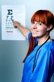 Doctor de sexo femenino del oculista Fotografía de archivo libre de regalías