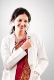 Doctor de sexo femenino hermoso indio Imágenes de archivo libres de regalías