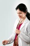 Doctor de sexo femenino hermoso indio Foto de archivo libre de regalías