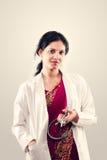Doctor de sexo femenino hermoso indio Fotografía de archivo