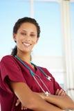 Doctor de sexo femenino joven Fotos de archivo