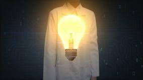 Doctor de sexo femenino, luz de bulbo conmovedora del investigador, mostrando concepto del IDEA ilustración del vector