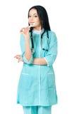 Doctor de sexo femenino que sostiene el termómetro Fotos de archivo
