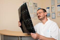 Doctor de sexo masculino Fotografía de archivo libre de regalías
