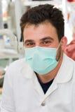 Doctor de sexo masculino joven Fotos de archivo libres de regalías
