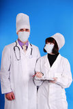 Doctor de sexo masculino y de sexo femenino. Imagen de archivo libre de regalías