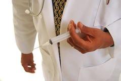 Doctor del afroamericano con la aguja Fotografía de archivo libre de regalías