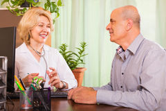 Doctor discharging patient from hospital Royalty Free Stock Image