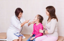 doctor doing medical examination to a child Royalty Free Stock Photos