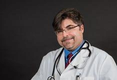 Doctor en cuestión pero agradable Fotos de archivo