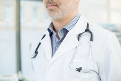 Doctor en de piel blanca fotos de archivo