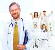 Doctor en el fondo Imagenes de archivo