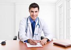 Doctor en el trabajo Fotos de archivo libres de regalías