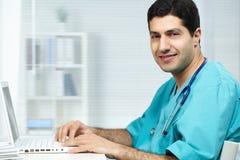 Doctor en el trabajo Imagen de archivo libre de regalías