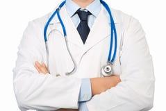 Doctor en la capa blanca con un estetoscopio Fotografía de archivo