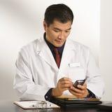Doctor en oficina. Imagen de archivo libre de regalías