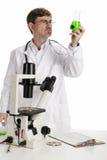 Doctor en un laboratorio Foto de archivo libre de regalías