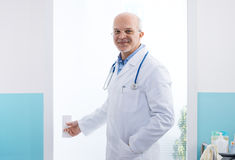 Doctor entering a room Royalty Free Stock Photos