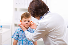 Doctor examining child Royalty Free Stock Images