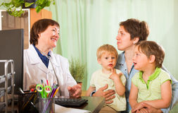 Doctor examining children Royalty Free Stock Images