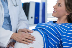 Doctor examining pregnant woman Royalty Free Stock Photography