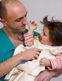 Doctor examining sick child Royalty Free Stock Photos