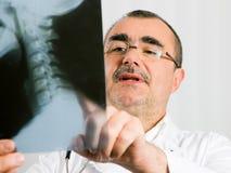 Doctor examining x-ray Royalty Free Stock Photos