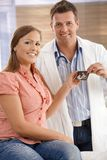 Doctor with expectant mother Royalty Free Stock Photos