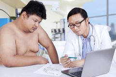 Doctor explaining the checkup result Stock Photography