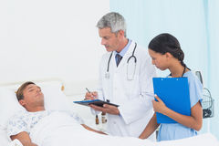 Doctor explaining report to patient Stock Images
