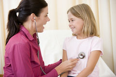 Doctor giving checkup with stethoscope Royalty Free Stock Photography