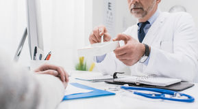 Doctor giving a prescription medicine Royalty Free Stock Images