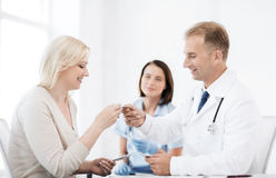 Doctor giving tablets to patient in hospital Stock Photography