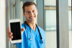 Doctor holding smart phone Royalty Free Stock Images