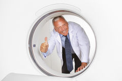 Doctor holding thumbs up in MRI Royalty Free Stock Photos
