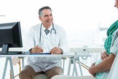 Doctor interacting with a pregnant woman at clinic Royalty Free Stock Images