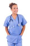 Doctor joven con el estetoscopio aislado en el fondo blanco fotos de archivo