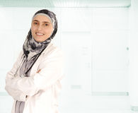 doctor kvinnligmuslim royaltyfria bilder